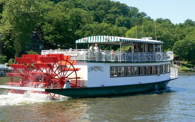 Star of Saugatuck on the Kalamazoo River